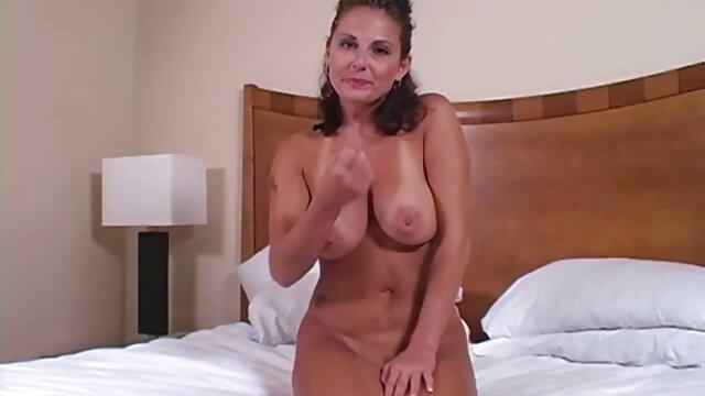 Una giovane bionda sorella con il suo amante video da scaricare porno e succhiare il suo cazzo di grasso