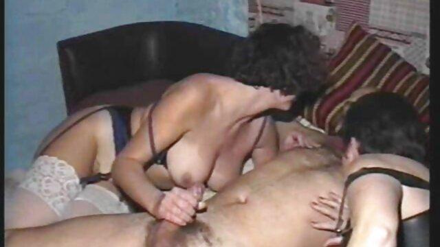 Ragazzo upset perché la sua porno video gratis da scaricare mamma è cazzo la sua migliore amico