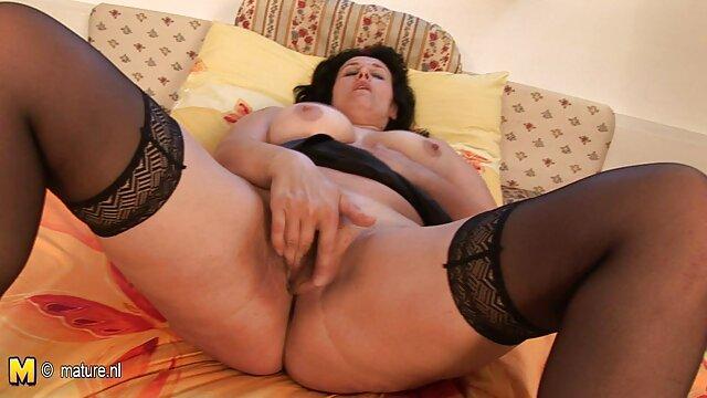 Bella bruna è stato porn da scaricare un professionista a masturbarsi in webcam