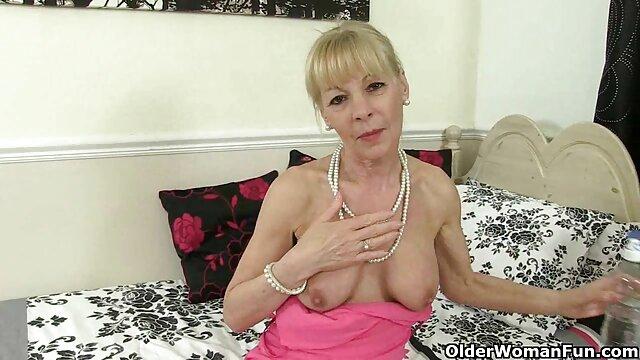 La bruna ama accarezzare in una posa 69 e sperma porno video da scaricare in bocca