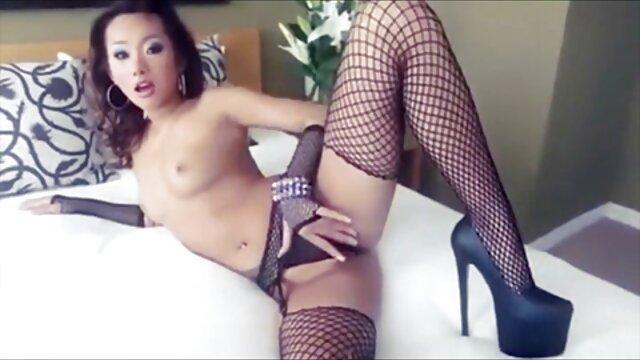 Latina ragazza molto calda e ama saltare il beccuccio d'acqua scarica video hard gratis