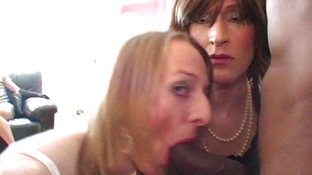Il ragazzo spingere il grasso di cagna bionda e riempie il culo video da scaricare gratis porno