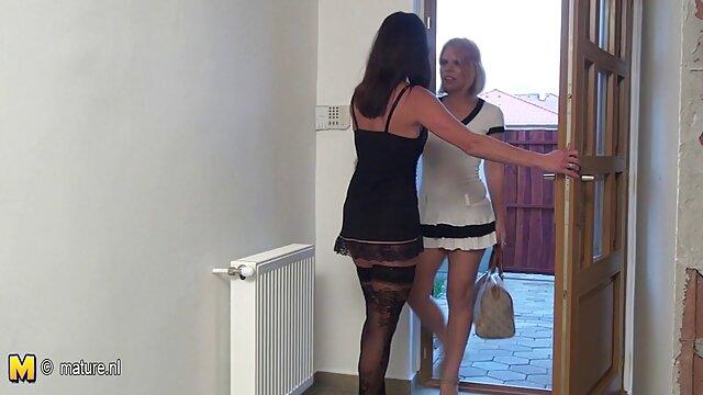 Slut film porno da scaricare gratis Sasha vestire gilet disegnando le labbra sul divano e diffondere le mie gambe, appassionato culo alla figa, era ricoperta di muschio