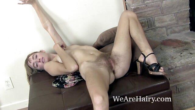 Sexy video da scaricare porno culo bionda accarezzando il suo culo
