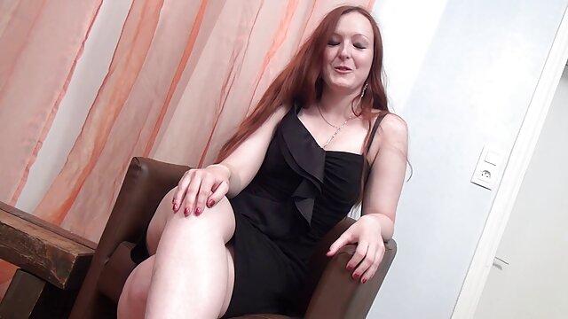 Slut masturba il suo culo con un dildo film porno da scaricare e leccare lo sperma
