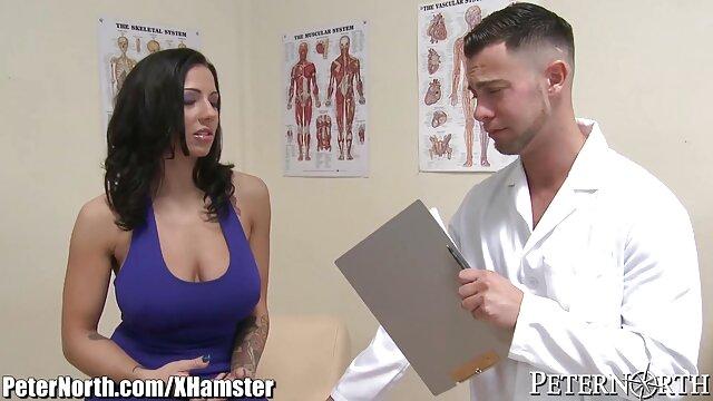 Un giovane, paffuto studente succhia un bel porno da scaricare cazzo per la sua matrigna