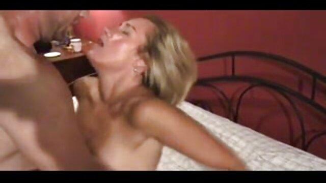 Ebano pulcino succhia un sconosciuto video porno italiani da scaricare gratis rubinetto