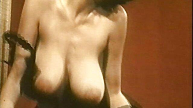 Giovane cagna siti per scaricare video porno accarezzando il suo bagnato L.